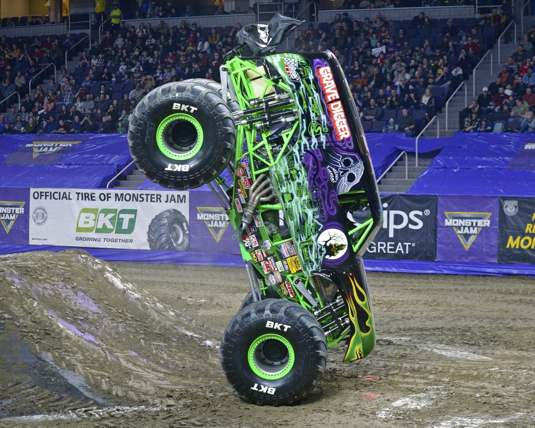 Grave Digger 2-wheel stand