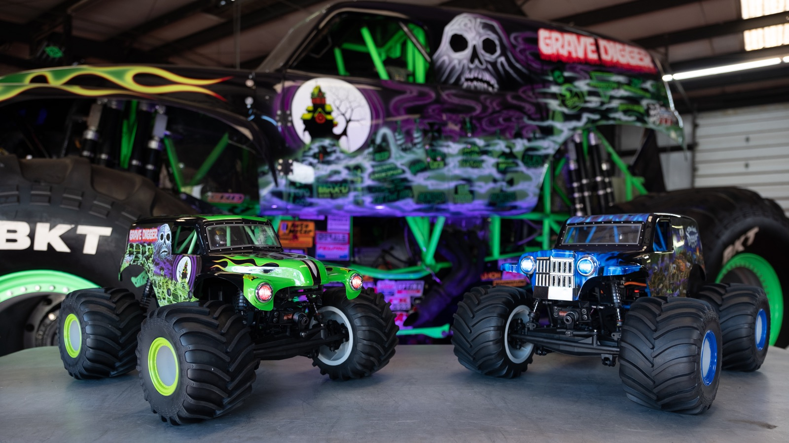 Grave Digger and Son-Uva Digger R/C MONSTER TRUCKS
