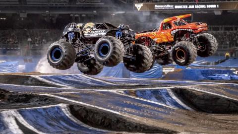 Racing Bounty hunter versus El Toro Loco. Photo by Susan Woolley