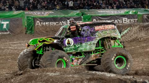 Grave Digger wins! Photo by Susan Woolley/123 Event Photography