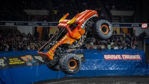 El Toro Loco Air - Photo by Tom Morris
