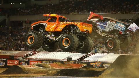 El Toro Loco vs. Lucas Oil Crusader - Photo by Brett Moist